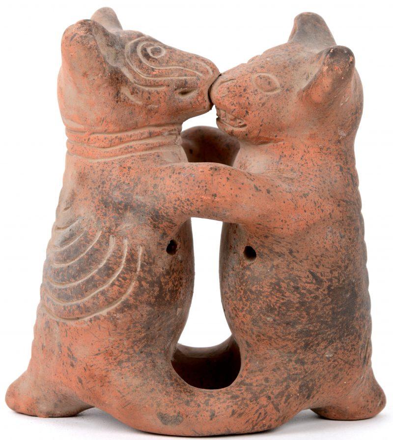 """""""Beertjes"""". Een groepje van terracotta. Zuid Amerika."""