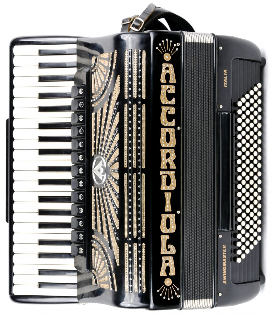 Een Accordiola Swingmaster accordeon, met Cassotto. In originele koffer.