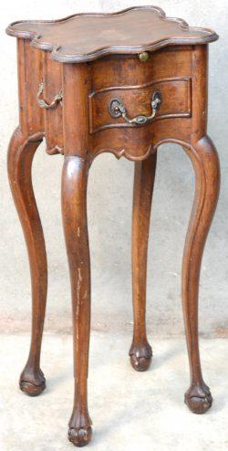 Tafel Met Bijpassende Stoelen.Een Gebeeldhouwd Eikenhouten Tafel In Renaissancestijl Met Vier