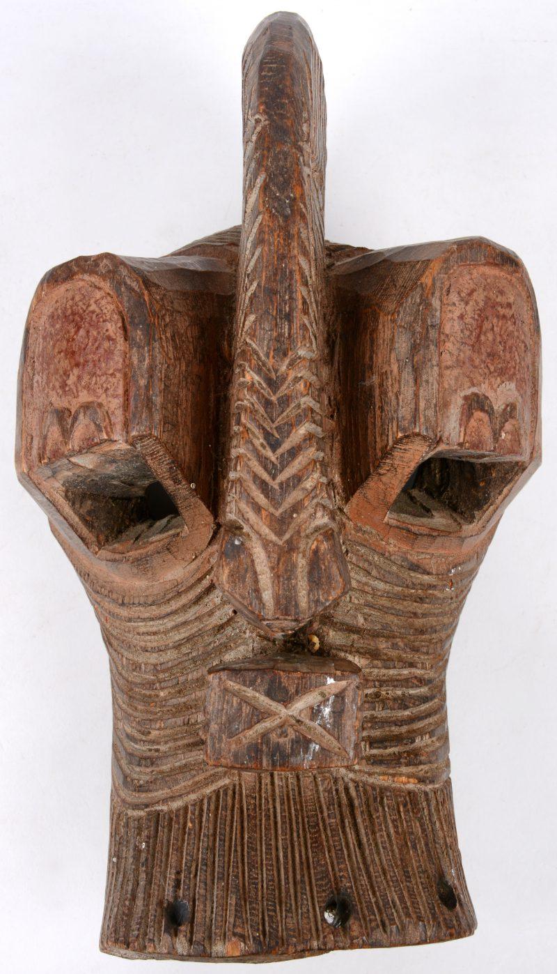 Een gesculpteerd houten masker. Afrika.