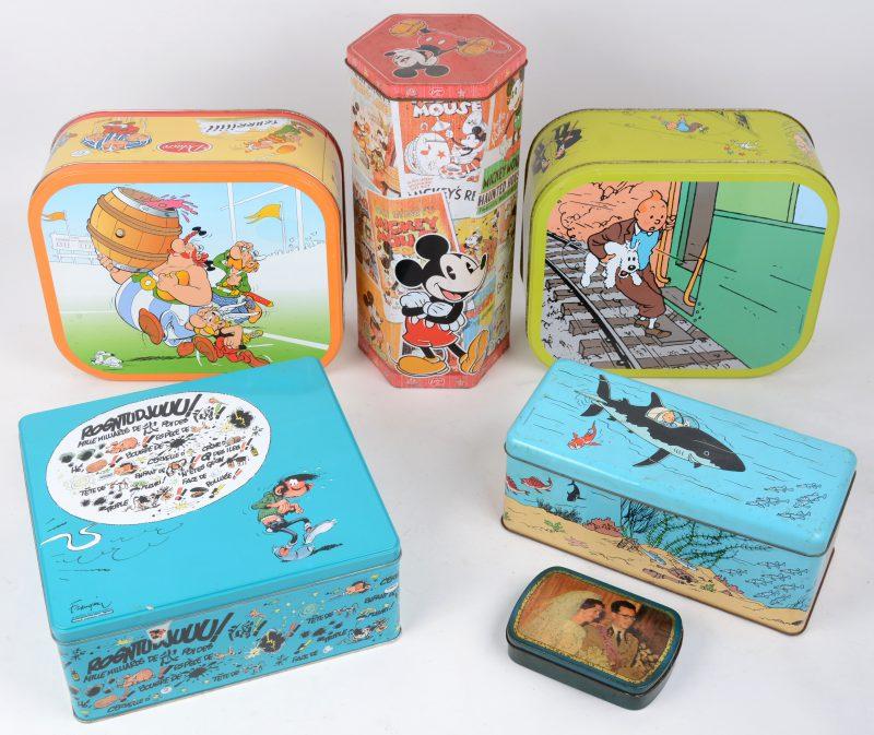 Een divers lot van zes blikken dozen: Micky Mouse, Guust Flater e.a.
