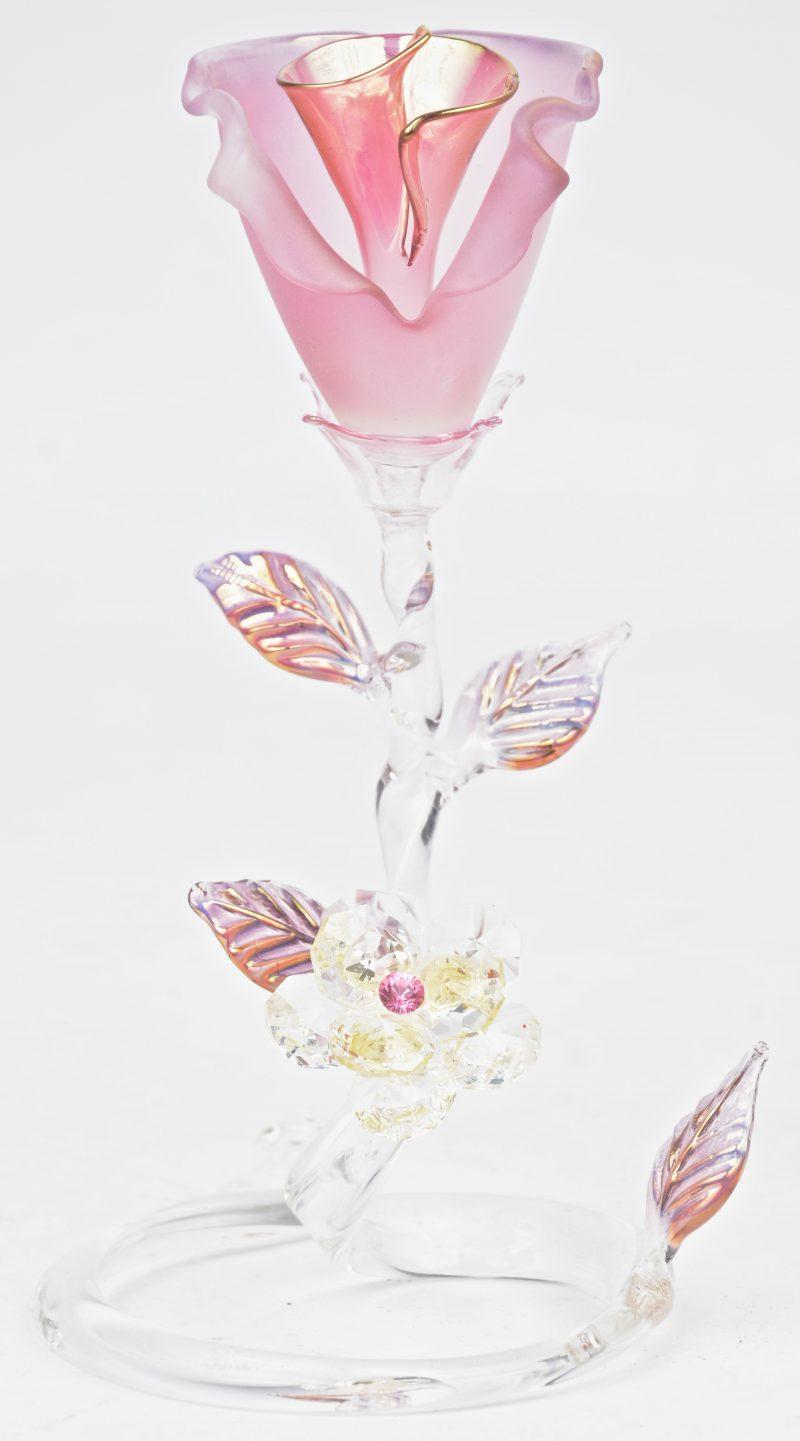 Een sierstuk van glas en kristal in de vorm van een bloem. Italiaans werk.