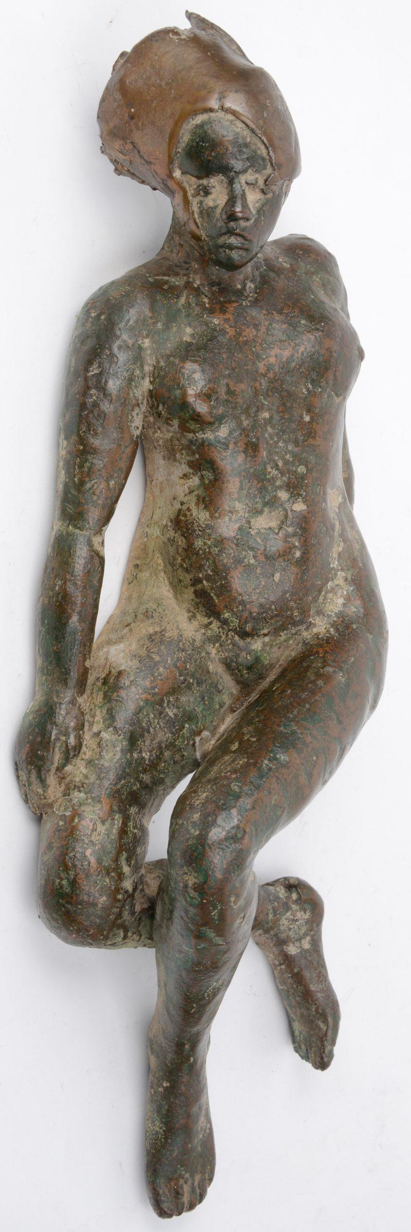 """""""Liggend naakt"""". Een bronzen beeld. Niet gesigneerd."""