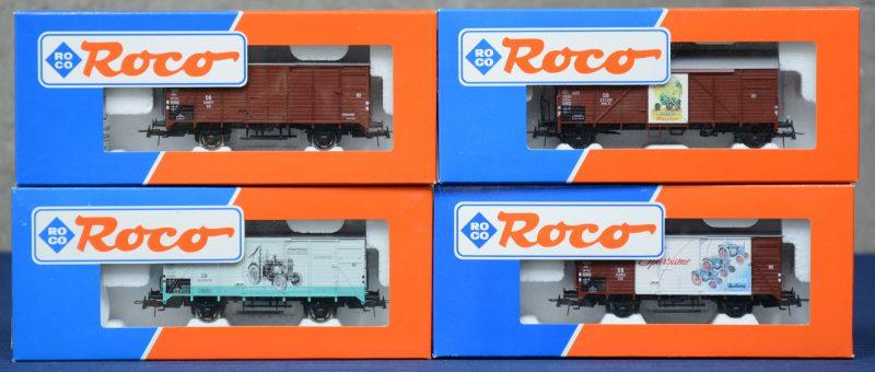 Een lot van vier gesloten goederenwagons van de Duitse spoorwegen, waarbij één van 'Lanz Bulldog', één van 'MAN Traktoren', één van 'Fendt' en één zonder bestickering. Spoortype HO. In originele dozen.
