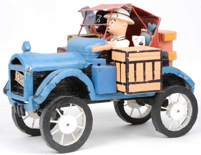De 'Kuifjemobiel', een houten model. Afrikaans werk.