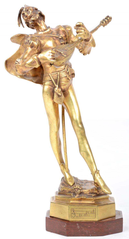 """""""Mephisto"""". Een bronzen beeldje uit het verhaal van Faust. Op rood marmeren voetstuk."""