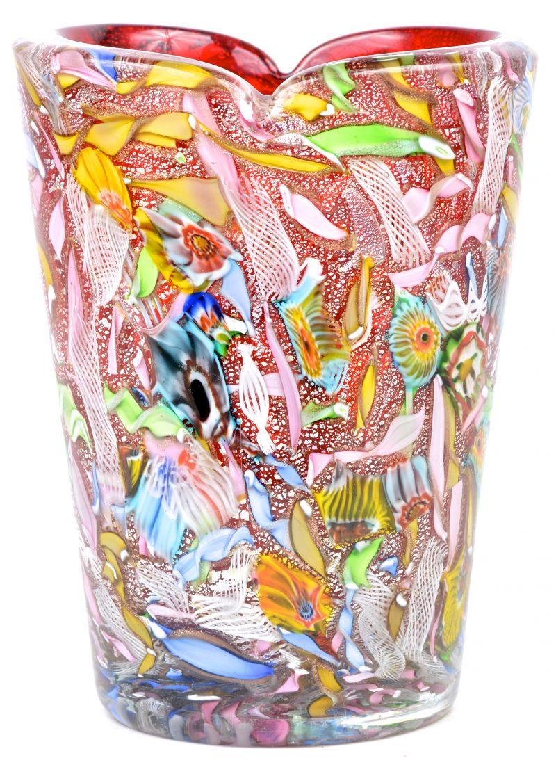 Vaas uit meerkleurige glaspasta.