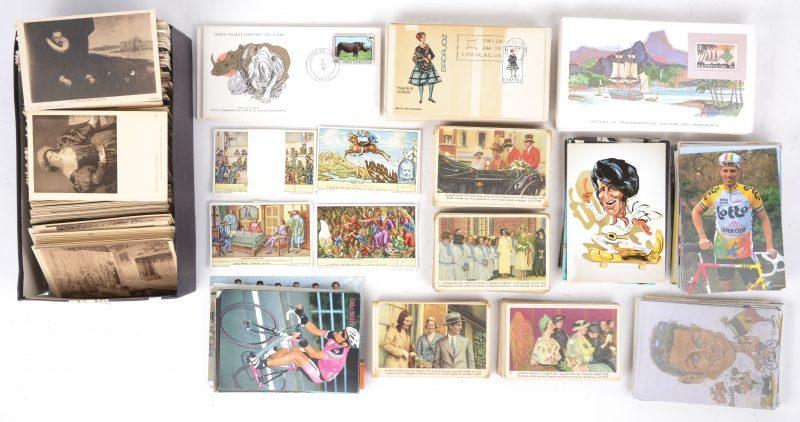 Een gevarieerd lot oude postkaarten, chromo's van Cote-d'or, kaarten met wielrenners en voetballers en eerste-daguitgaves.