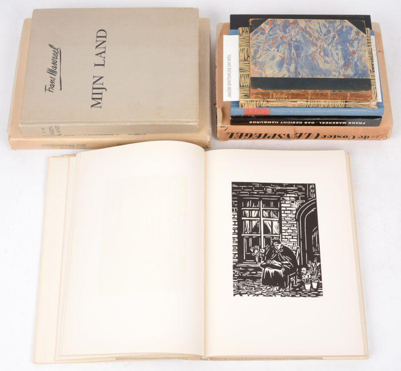 Acht diverse boeken, geïllustreerd door de kunstenaar.