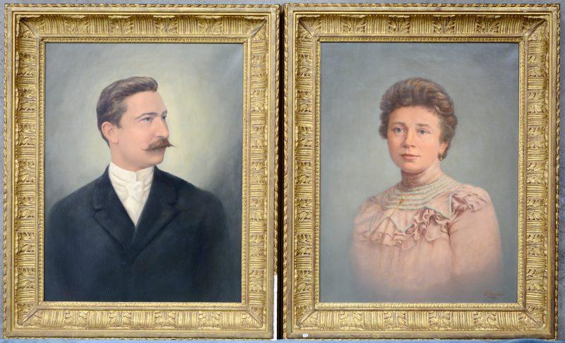 Een dames- en een herenportret. Olieverf op doek. Gesigneerd en gedateerd 1960. Naar foto's van het begin van de XXe eeuw.