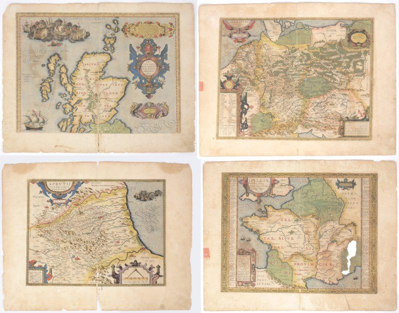 Een lot van 4 atlaskaarten van Europa gedateerd 1590 en één 1587. Handingekleurd.