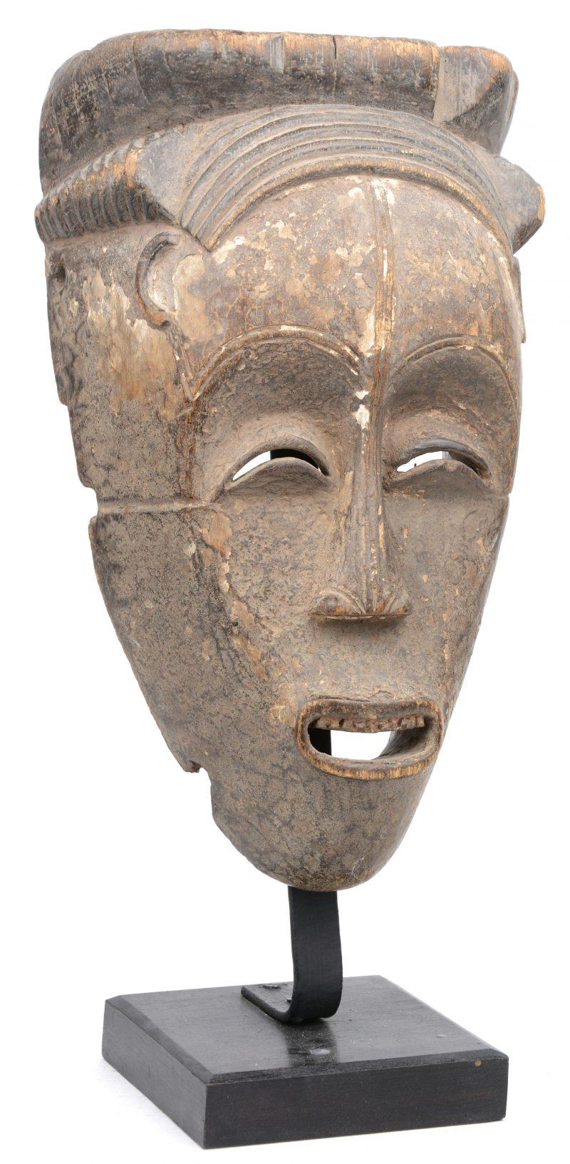 Een houten masker. Fang (Gabon).