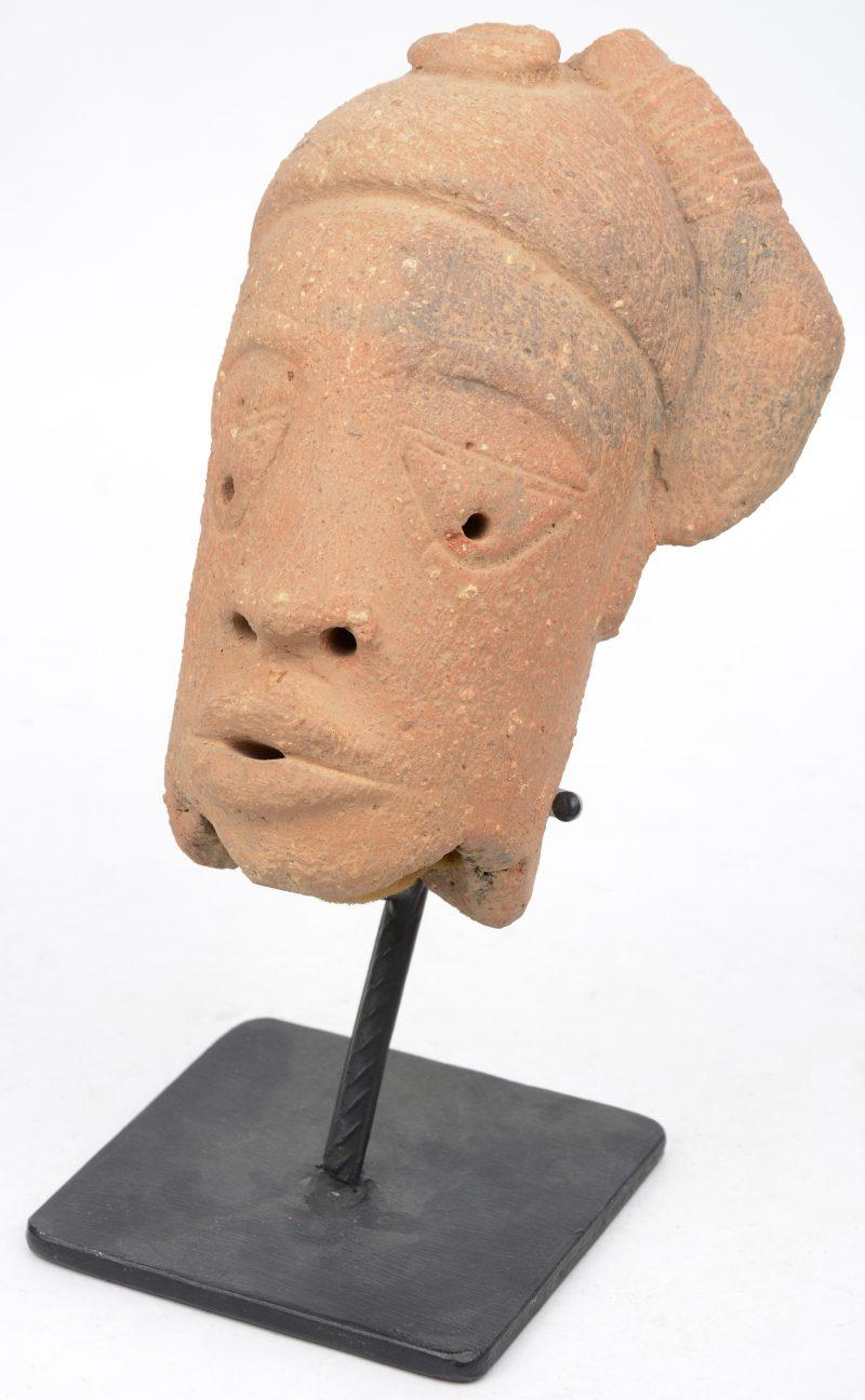 Een hoofd van terra cotta. Nok (Nigeria).