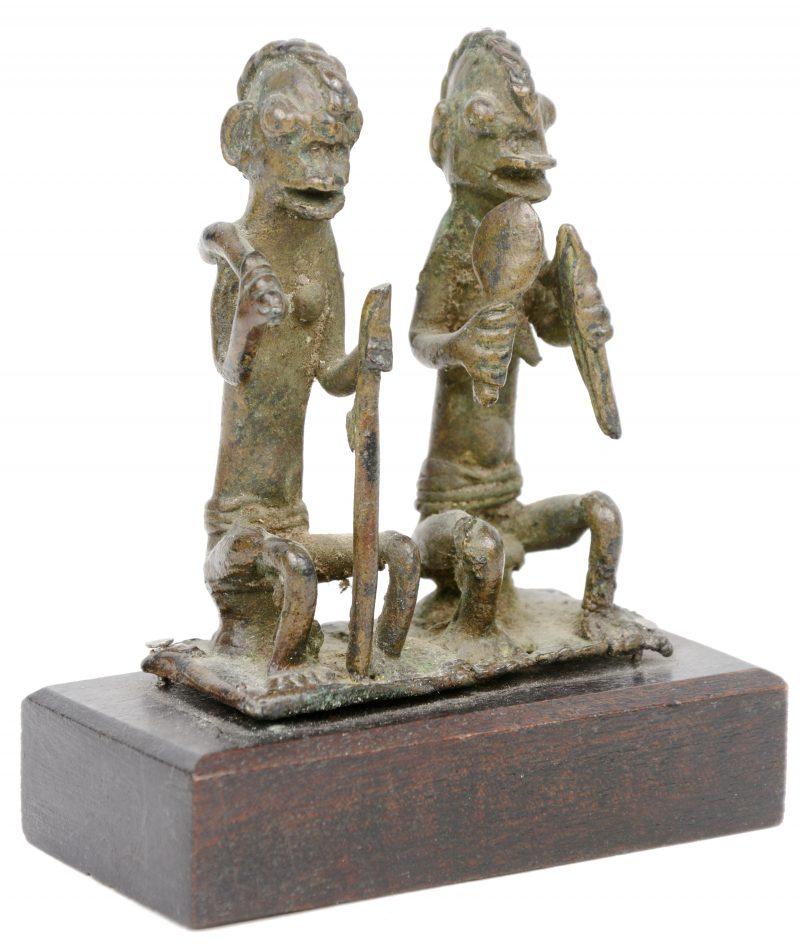 Een bronzen echtpaar voor de Ogboni gemeenschap. Yoruba (Nigeria).