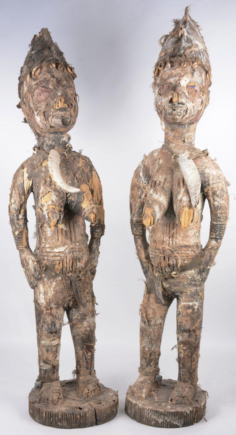 Een paar houten beelden. Yoruba (Nigeria).