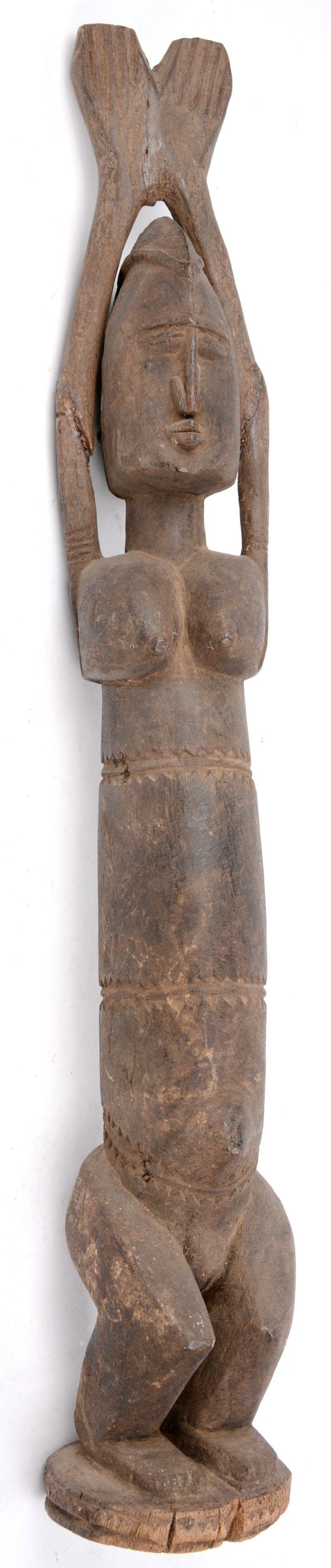 Een houten voorouderbeeld. Dogon (Mali).