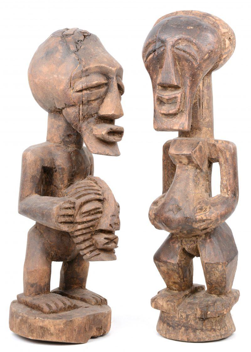 Twee houten voorouderbeeldjes. Songye (DRC).