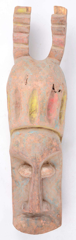 Een polychroom houten masker of buste. Afrikaans werk.
