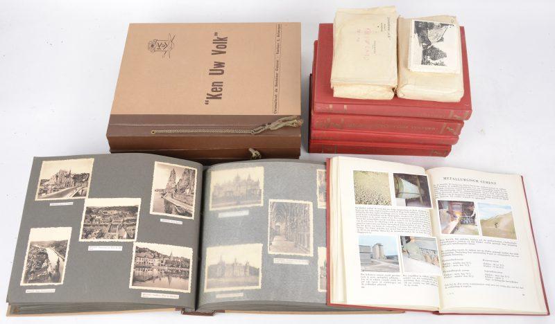 """Een lot chromoalbums """"Ken uw Volk"""", """"Ken uw Land"""" en Familia. Eveneens een aantal losse foto's."""
