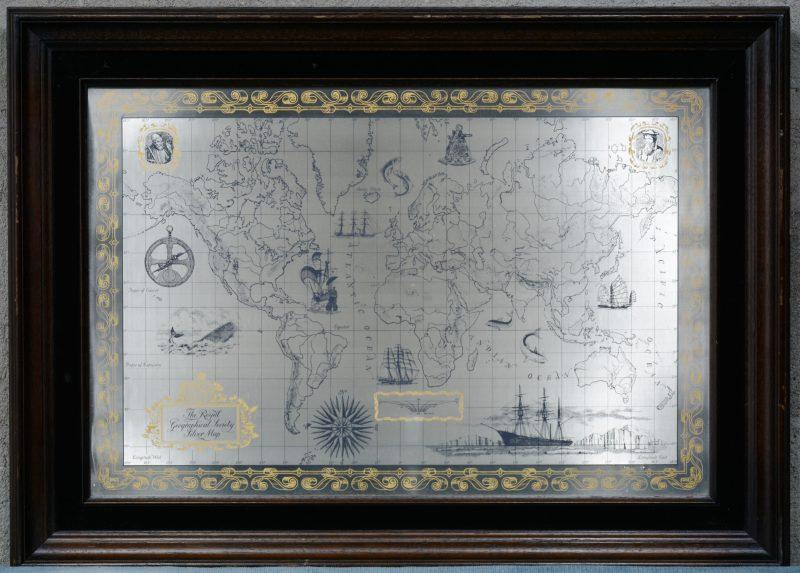 """The Royal Geographical Society Silver Map"". Een gegraveerde wereldkaart."