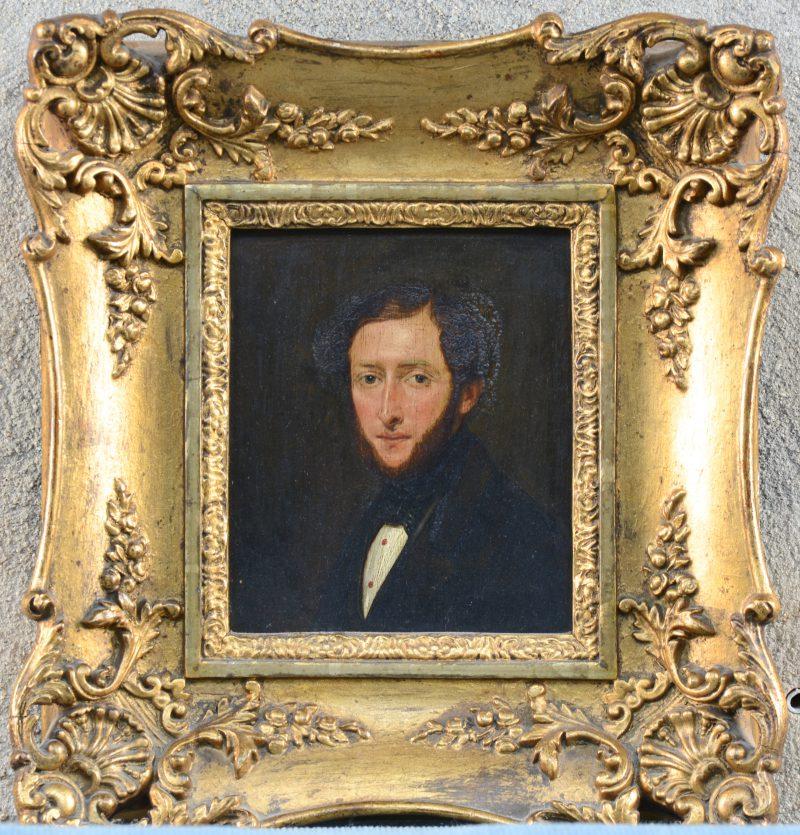 """""""Mannenportret"""". Olieverf op paneel. XIXe eeuw. Slijtage aan vernis."""