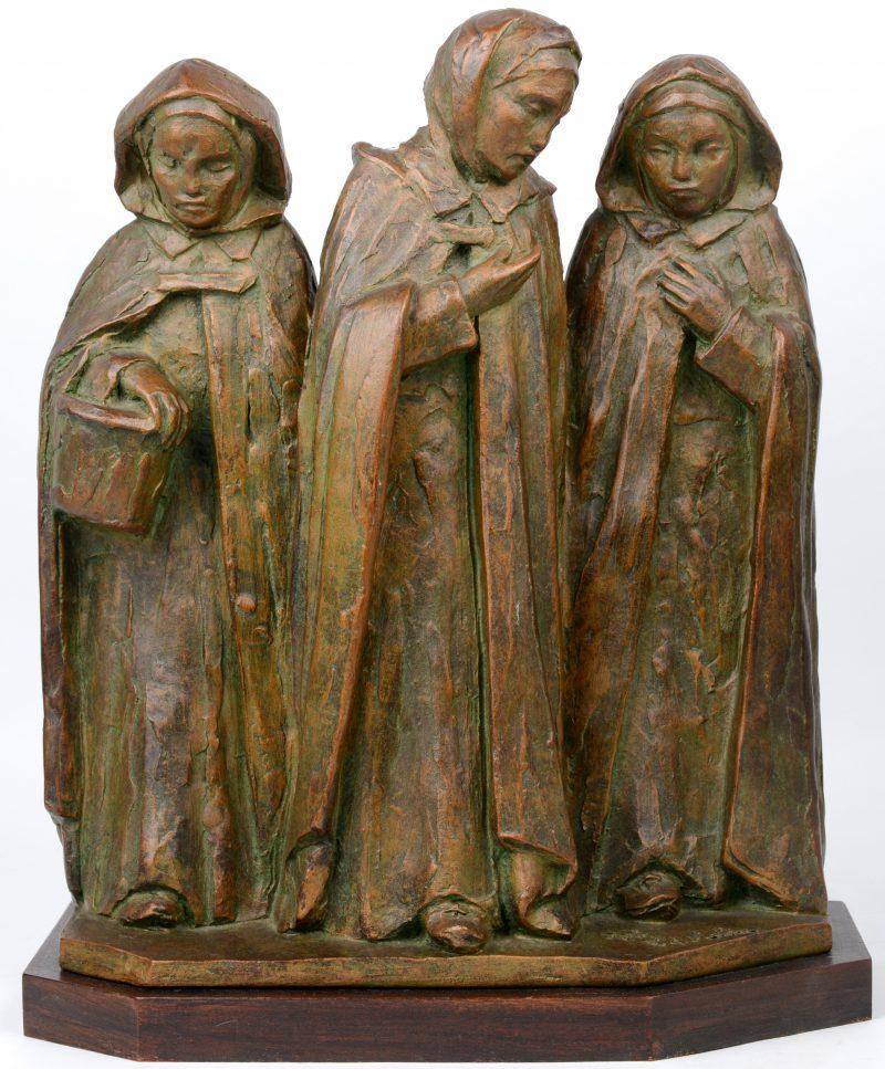 """""""Drie vrouwenfiguren"""". Terra cotta gesigneerd."""
