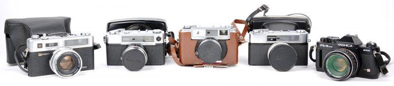 Een lot van vijf vintage camera's:- Electro  35 in tas.- FX-3 Super.- Minister III in tas.- J met Gossen 'Color finder' in lederen tas.- Minister D in lederen tas.