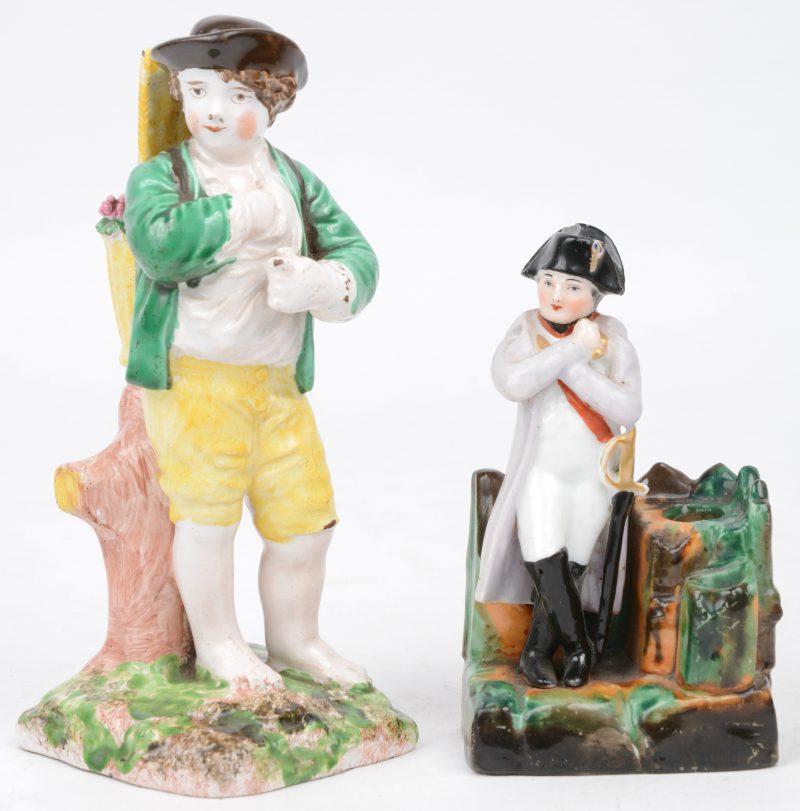 """""""Napoleon"""" & """"Jongen met mand"""". Twee beeldjes van meerkleurig porselein. XIXe eeuw. Eerste met kleine schilfer."""