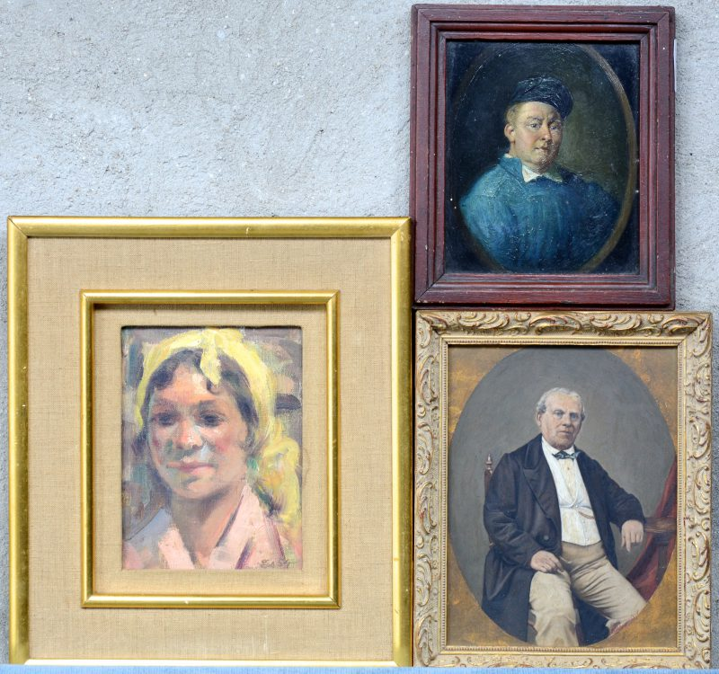 Drie diverse portretten: een vrouw (20 x 16 cm), een man (19 x 16 cm) en een overschilderde foto van een man (24 x 18 c).
