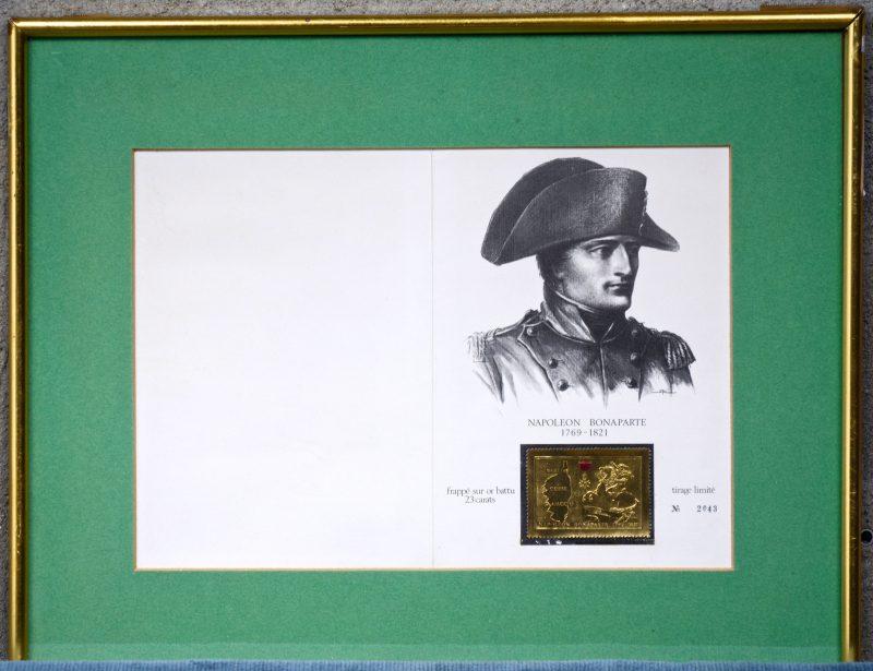 Een 23 karaats gouden postzegel met afbeelding van Napoleon en Corsica. Genummerd 2043. In lijst.