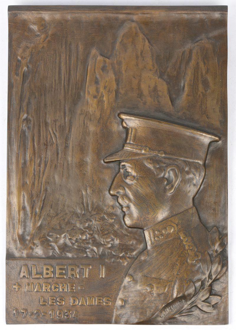 """""""Albert I. Marche - Les Dames 17-2-1934. Een bronzen plaquette. Gesigneerd."""