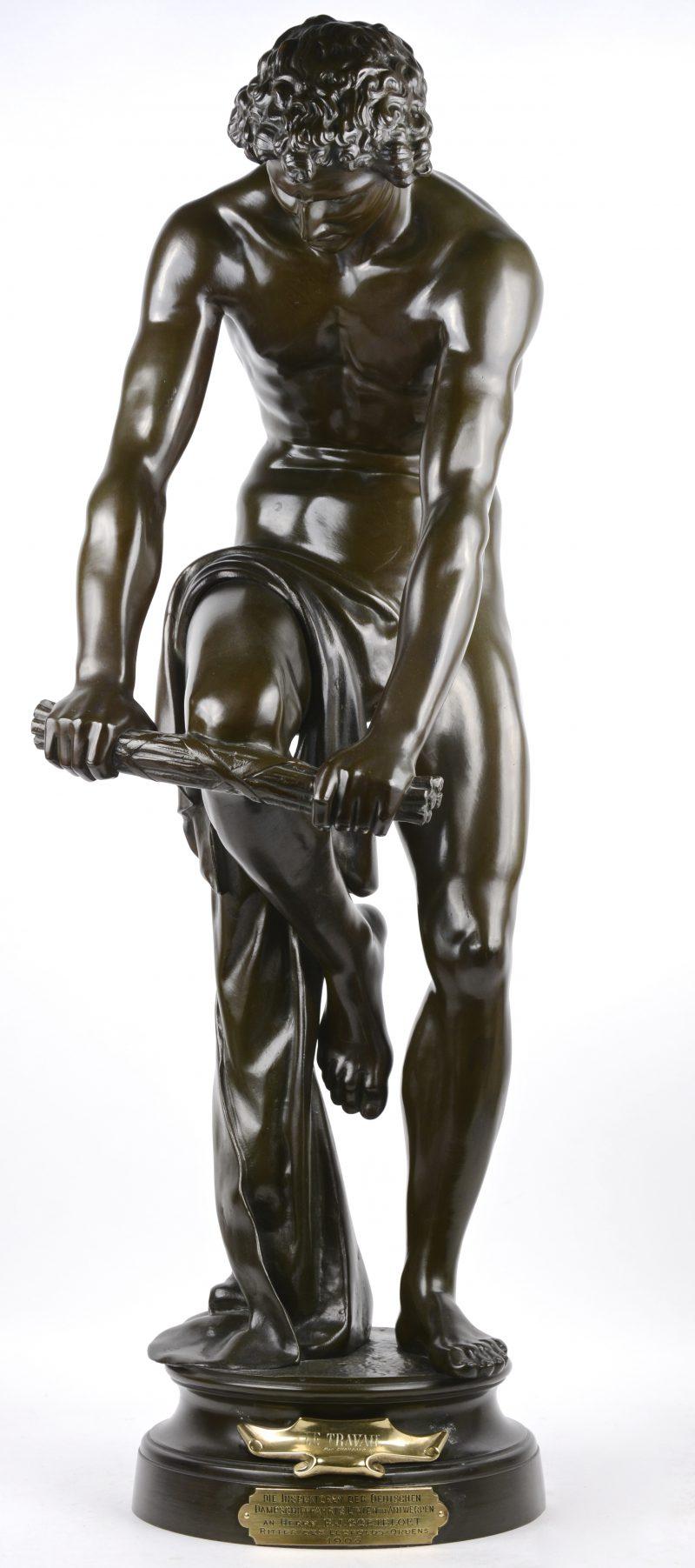 """""""Le travail"""". Een bronzen beeld met donker patina. Gesigneerd. Als schenking aan de Heer Goetbloet in 1908."""