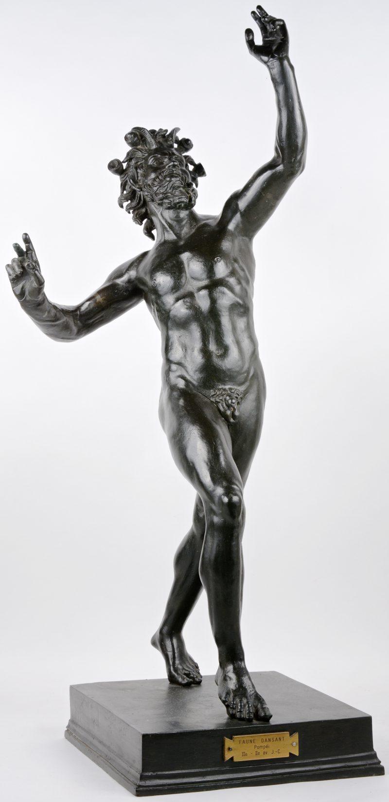 """""""Dansende Faun"""". Een bronzen beeld naar het voorbeeld uit Pompeï."""