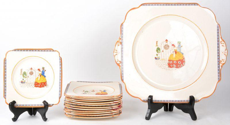 Een reeks van twaalf dessertbordjes en een gebakschotel van Engels aardewerk met meerkleurige decors. Jaren '20. Onderaan gemerkt.