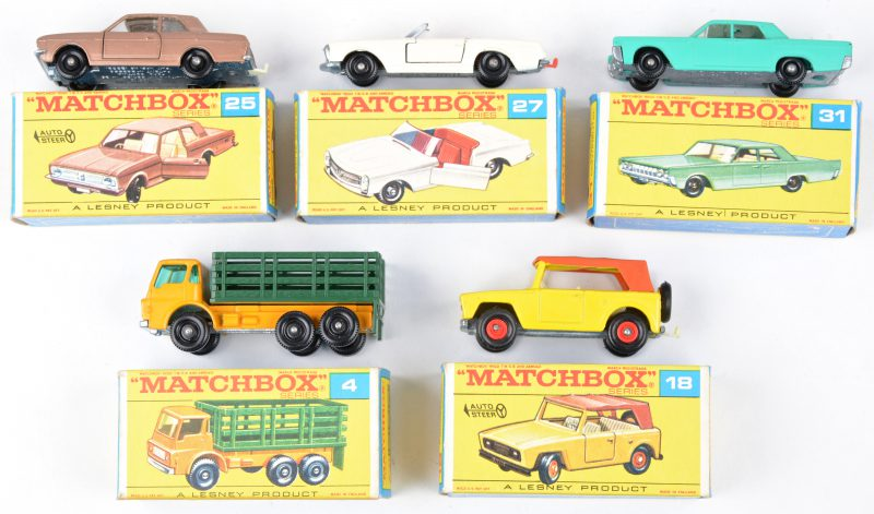 Vier speelgoedautootjes in originele doosjes:- Dodge Stake truck.- Field car.- Ford Cortina G.T.- Mercedes-Benz 230 SL.- Lincoln Continental.
