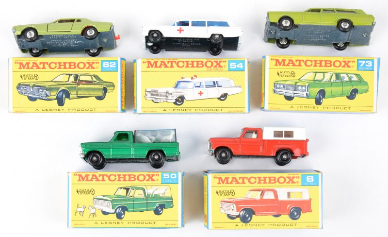 Vier speelgoedautootjes in originele doosjes:- Ford Pick-up- Kennel truck.- Cadillac ambulance.- Mercury Cougar.- 1968 Mercury Station Wagon.