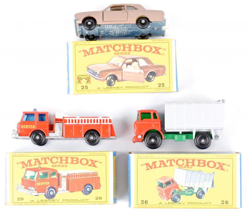 Drie speelgoedautootjes in originele doosjes:- Ford Cortina.- G.M.C. Tipper truck.- Fire pumper truck.