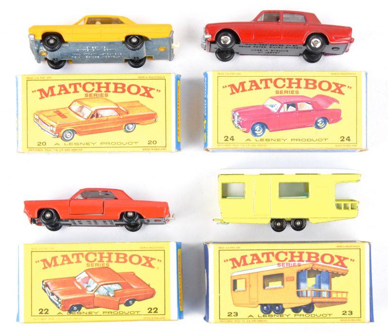 Vier speelgoedautootjes in originele doosjes:- Chevrolet Impala Taxi.- Pontiac Coupé.- Trailer caravan.- Rolls Rouyce Silver Shadow.