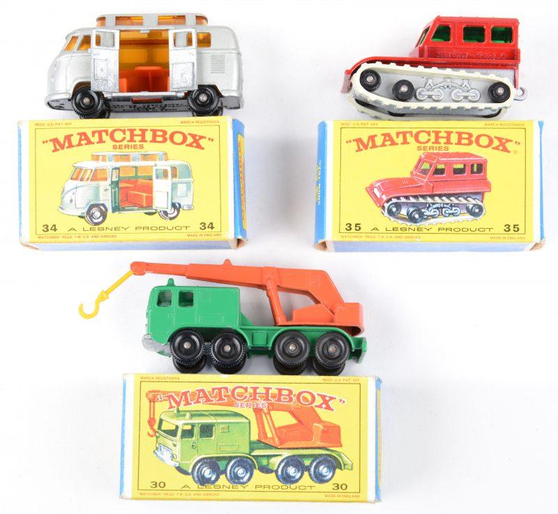 Drie speelgoedautootjes in originele doosjes:- 8-wheel crane.- Volkswagen Camper.- Snow-trac.