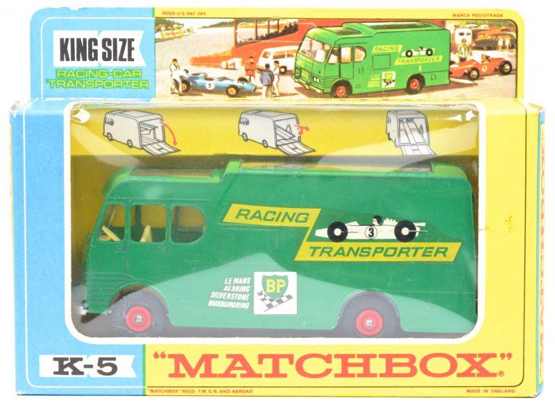 """""""Racing car transporter"""". Een speelgoedvoertuig. Zeer goede staat. In originele doos."""