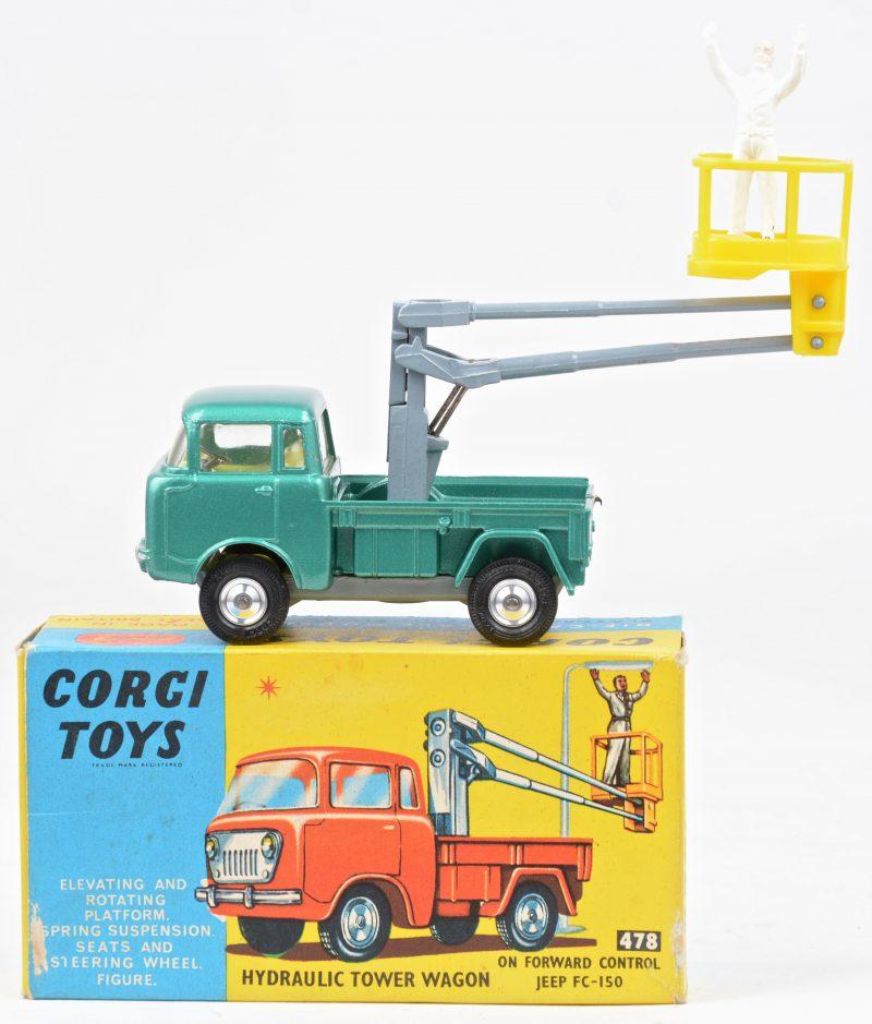 """""""Jeep FC-150 hydraulic tower wagon"""". Een speelgoedauto in originele doos."""