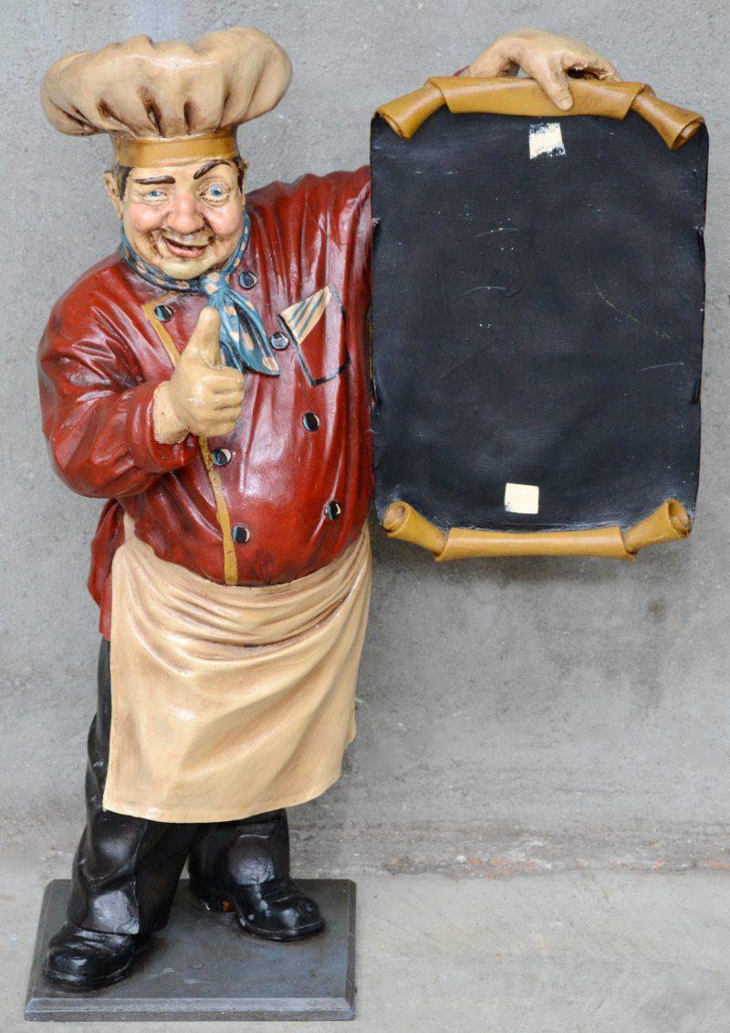 Een reclamehouder in de vorm van een slager in kunststof.