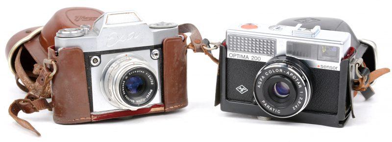 Twee oude fotocamera's in lederen etuis:- Jaghee Exa & Agfa Optima 200.