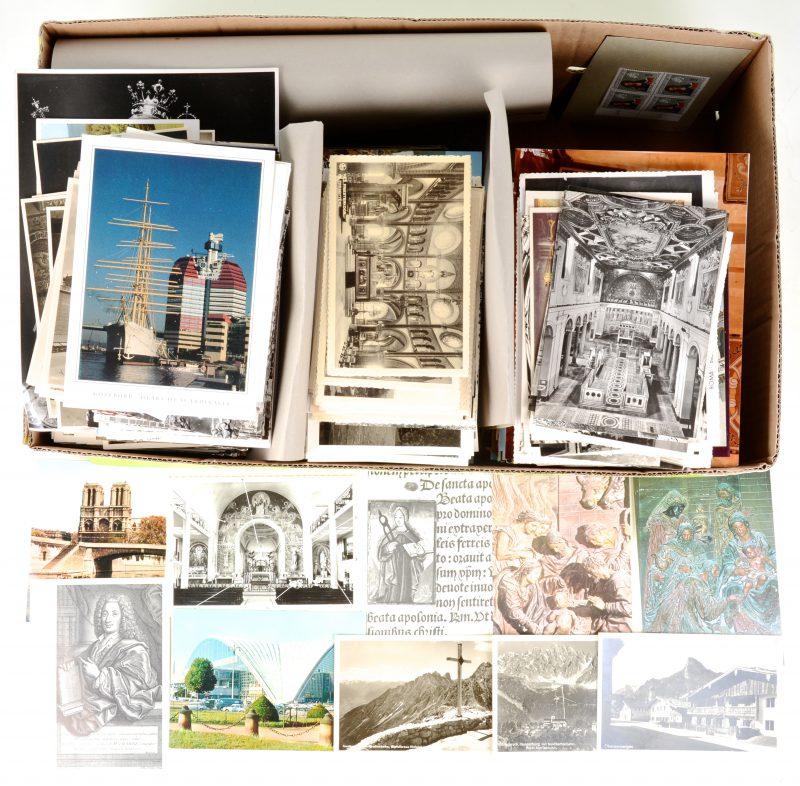 Een groot lot oude postkaarten, waaronder van voor 1930, een aantal van het heilige land. Onder meer abdijen en kloosters.
