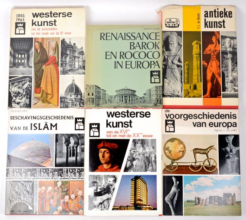 Zes boeken, uitgegeven door ASLK als 'Prijs van de Spaarkas':- Westerse kunst, van de catacomben tot het einde van de 15e eeuw.- Antieke kunst.- De voorgeschiedenis van Europa.- Westerse kunst van de XVIe tot en met de XXe eeuw.- Renaissance, barok en rococo in Europa.