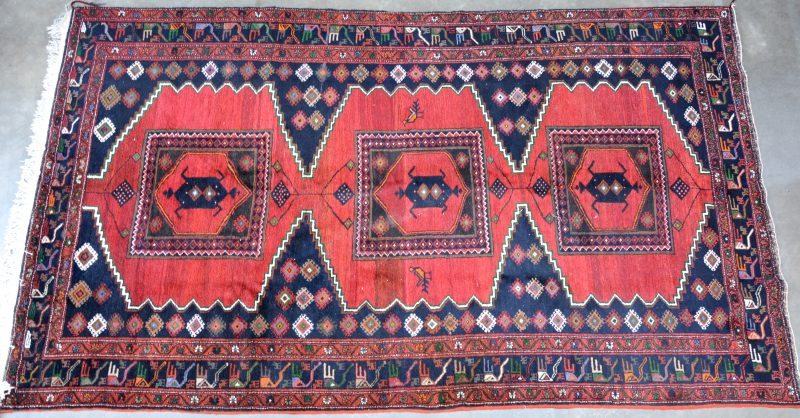 Wollen Koerdisch tapijt. Handgeknoopt.