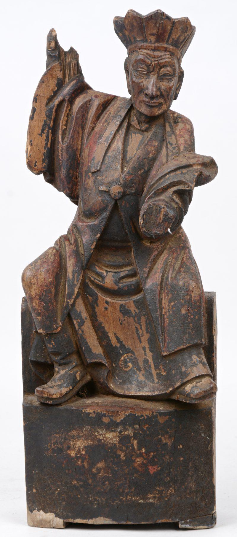 """""""Keizer"""". Een antiek Chinees houten beeld met sporen van polychromie. Schade aan de handen."""