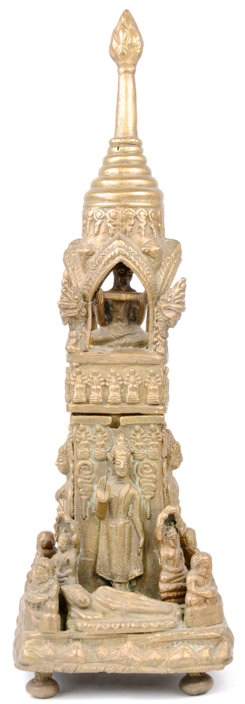 Een Boeddhistisch tempeltje van brons in twee delen.