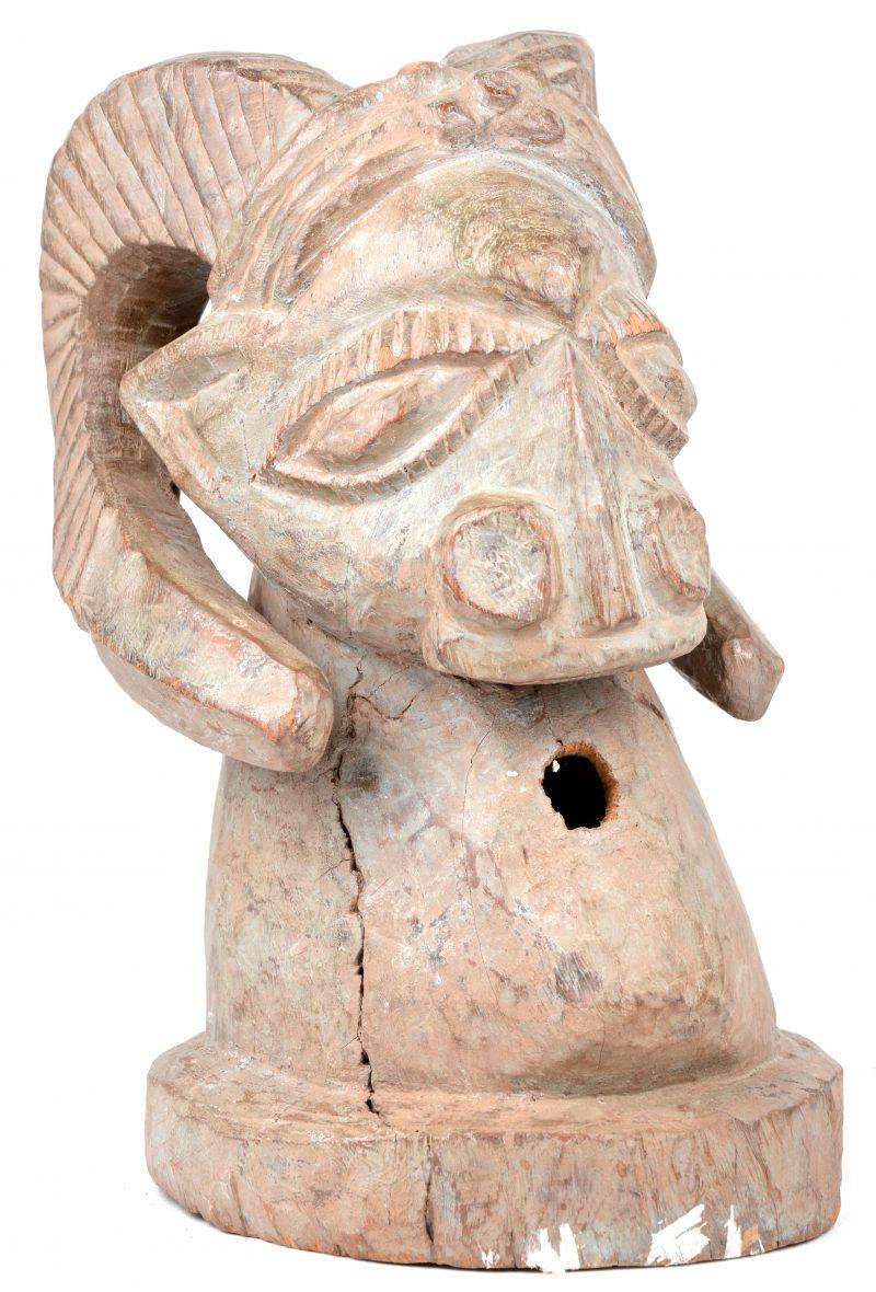 Afrikaans beeld in de vorm van een ramskop. Igbo, Nigeria.