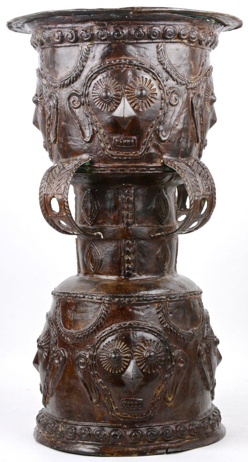 Een bronzen kunstvoorwerp. Afrikaans?